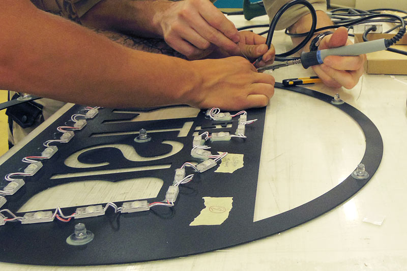 création pose fabrication enseigne enseignes lumineuse nantes bouguenais