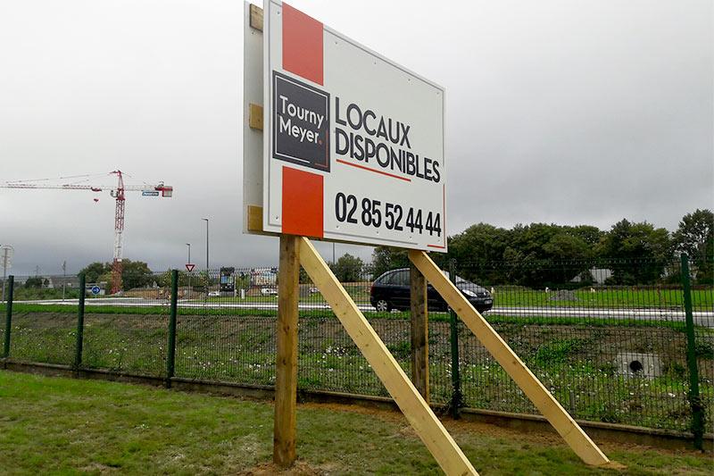 panneaux pancartes publicitaires nantes bouguenais